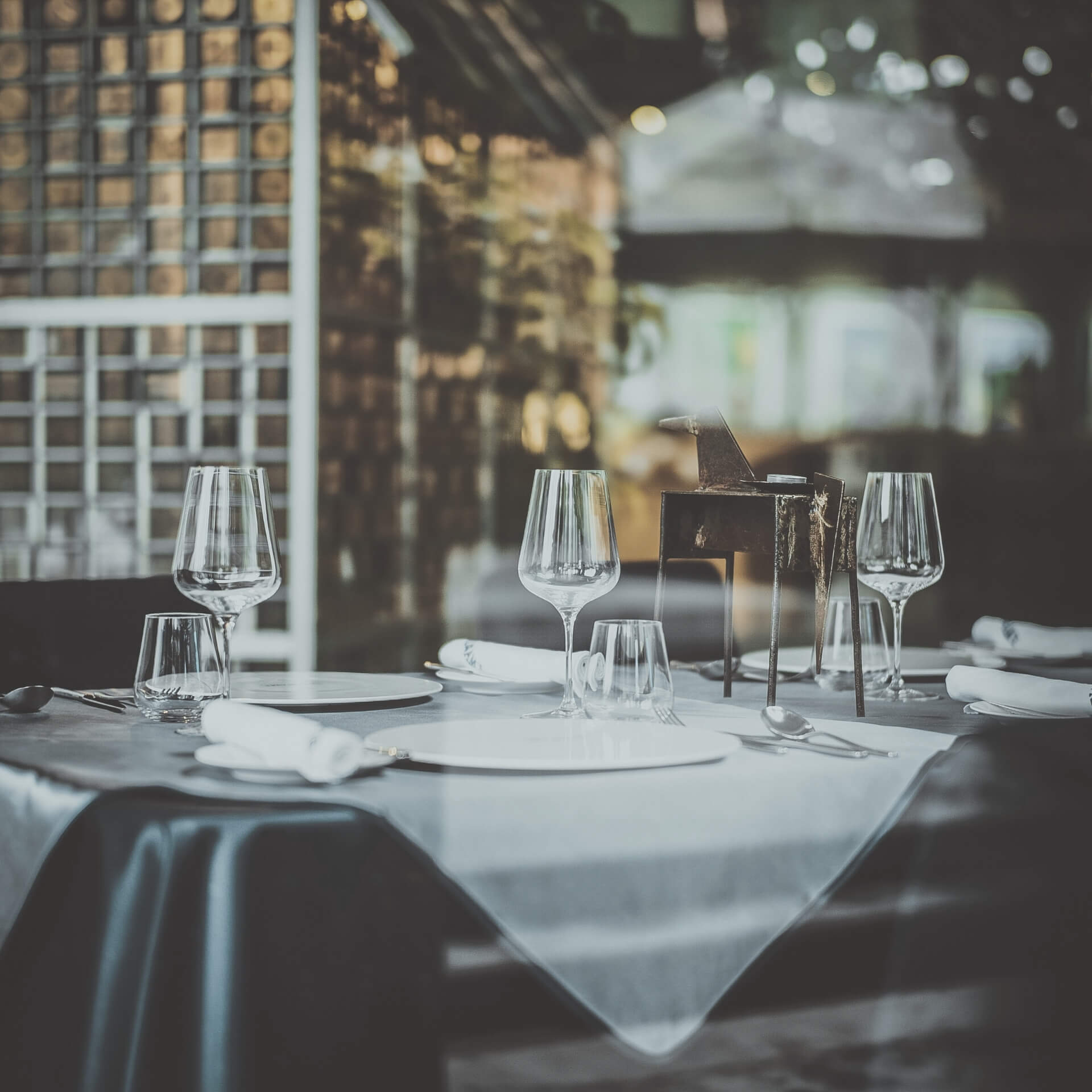 Restaurant Website: Nice table setting at a restaurant