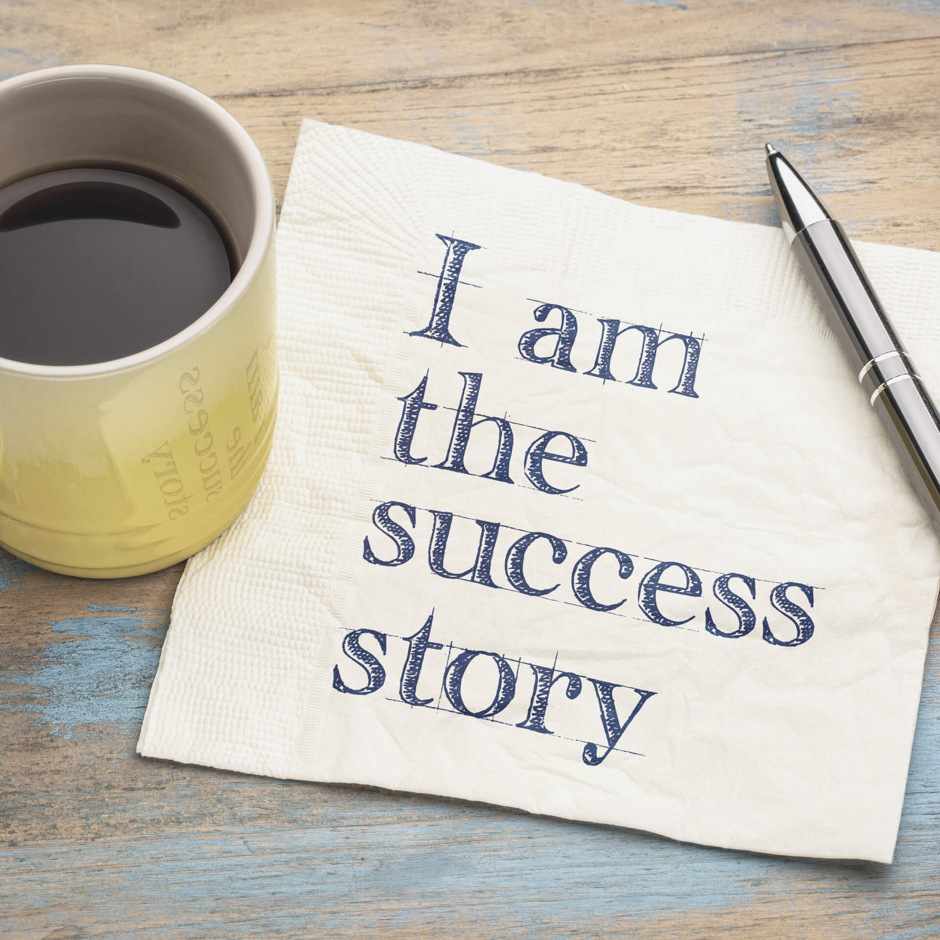 "Digital Marketing Examples: Napkin with the text ""I am the success story"" next to a cup of coffee."